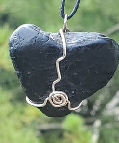 Black Heart Wire Wrap Pendant1-2